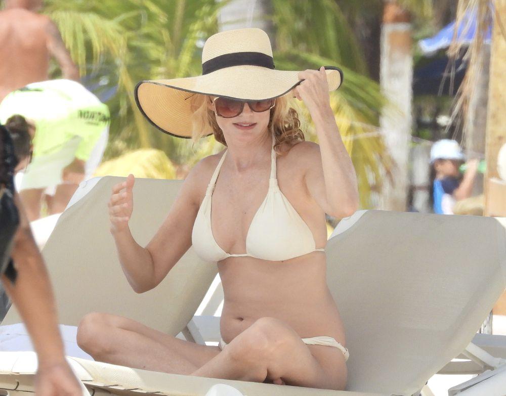 Heather Graham In Bikini