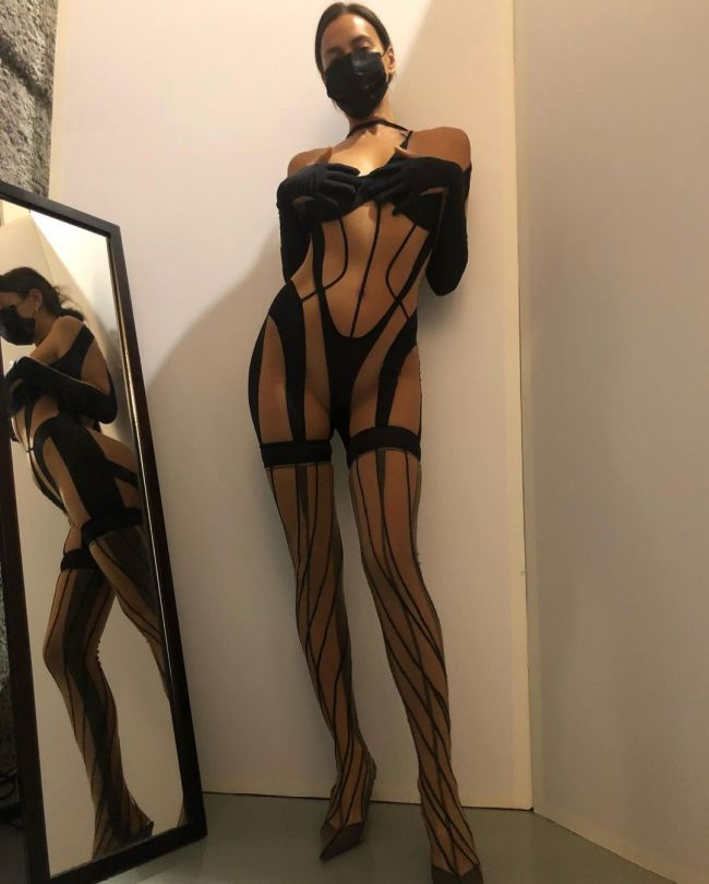Irina Shayk Sexy Outfit