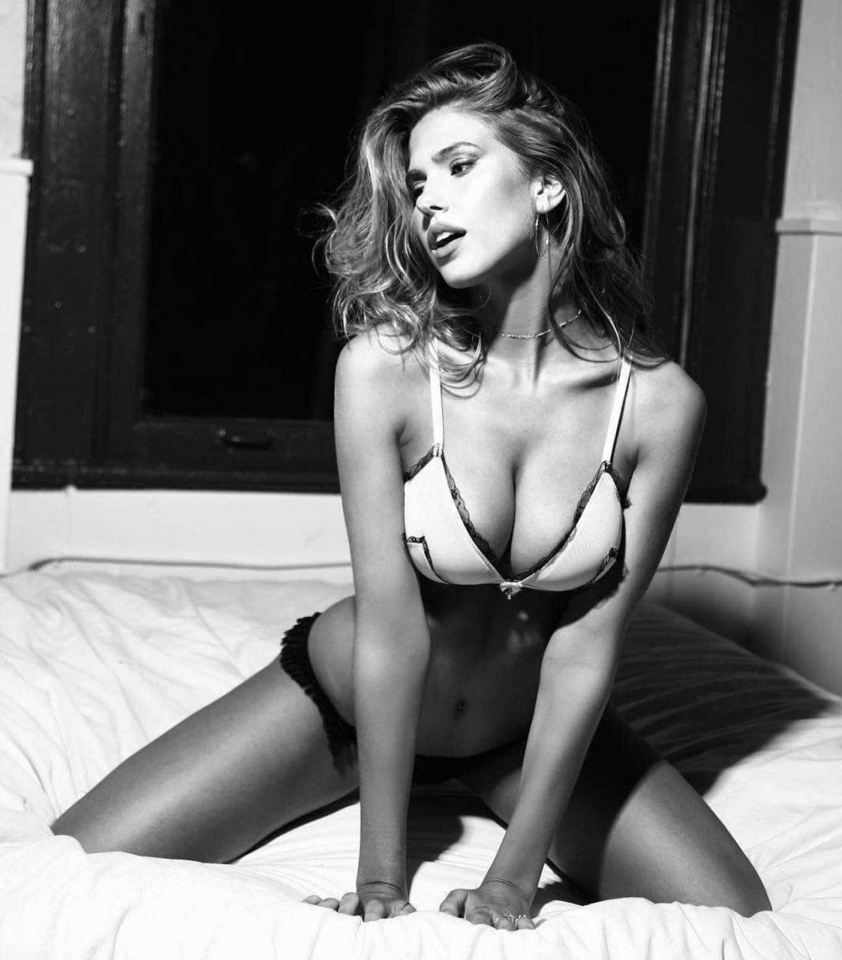 Kara Del Toro Stunning Boobs