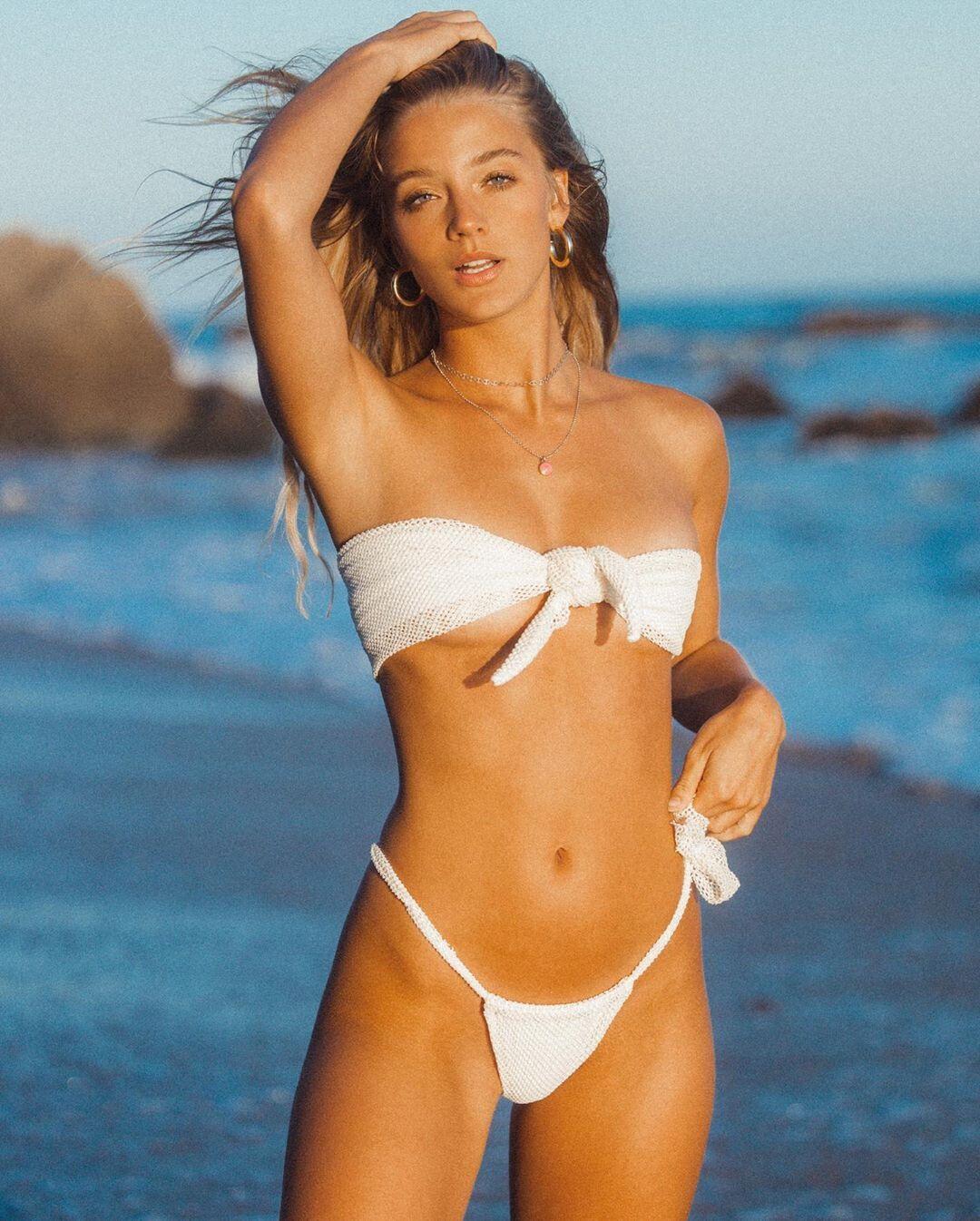 Marie Tomas Sexy In Bikini