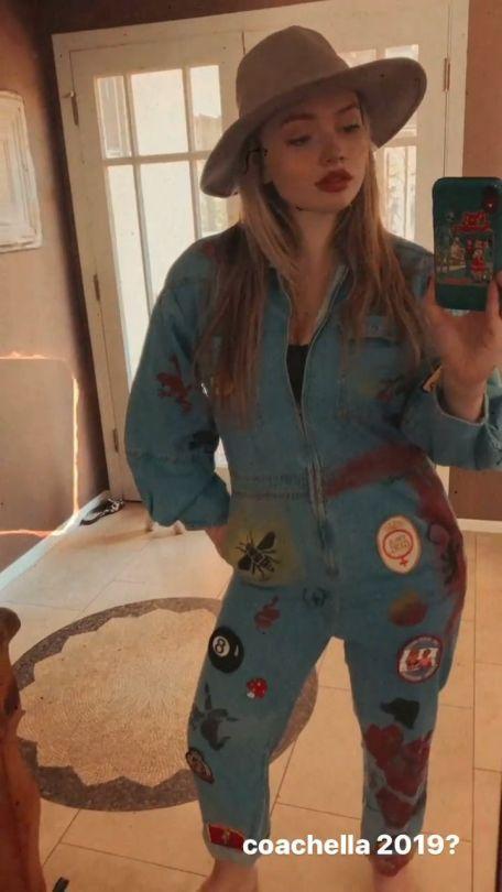 Natalie Alyn Lind Sexy Slefie