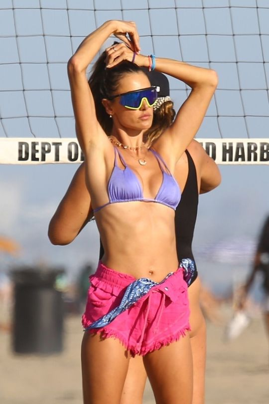 Alessandra Ambrosio On Beach