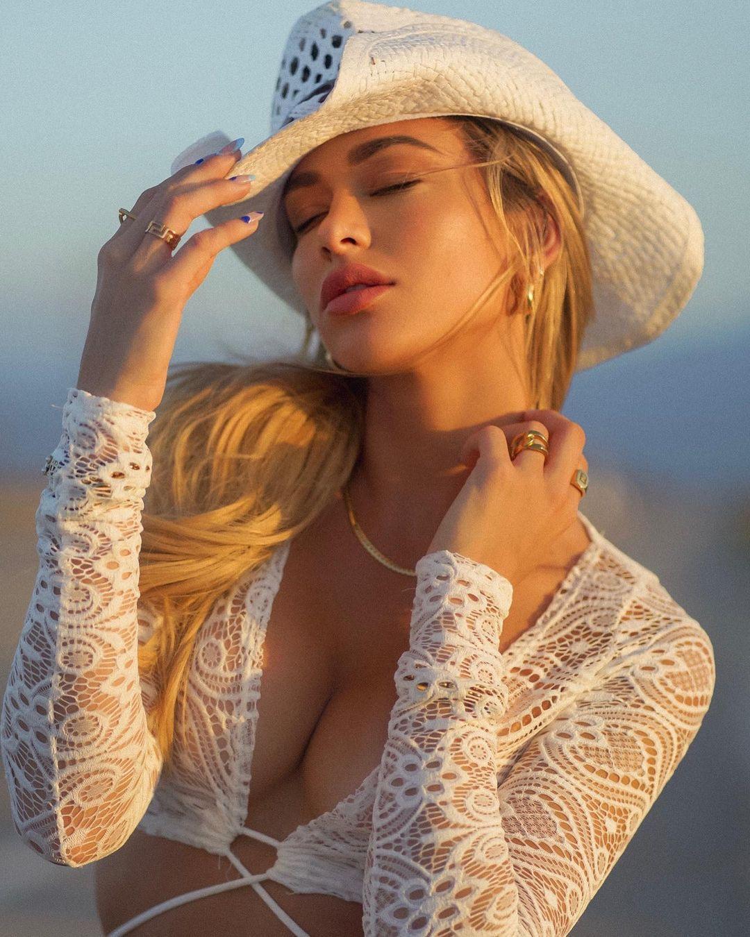 Cindy Prado Gorgeus Body