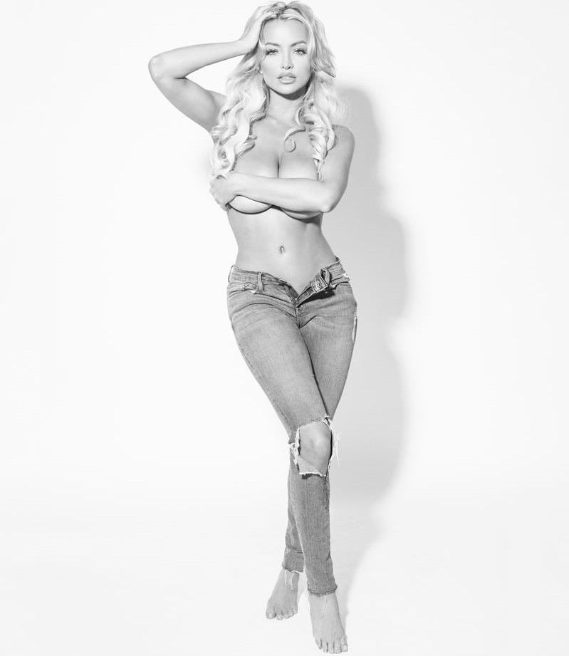 Lindsey Pelas Topless