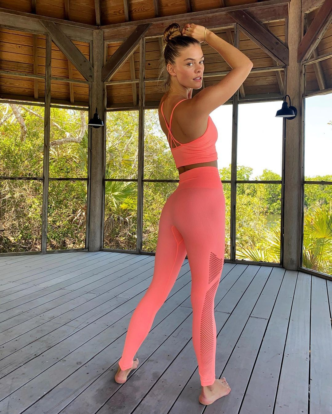 Nina Agdal Sexy In Leggings