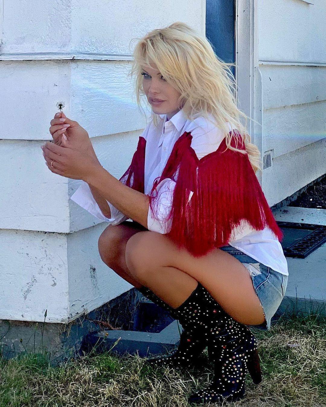 Pamela Anderson Beautiful Pics