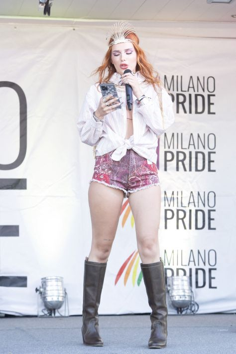 Bella Thorne Sexy In Shorts