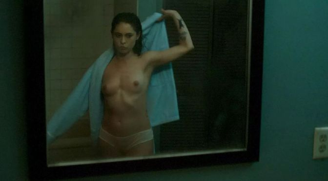 Rosa Salazar Topless and Other Sexy Links!
