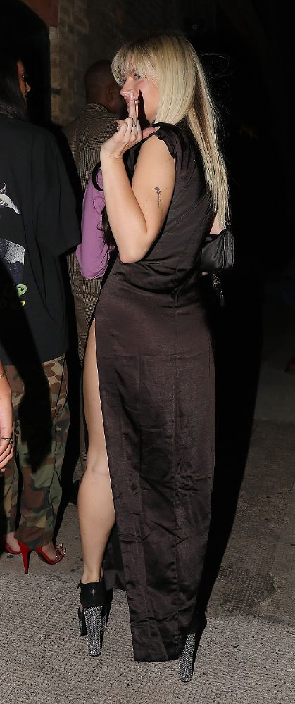 Lottie Moss Beautiful Legs In Sexy Dress