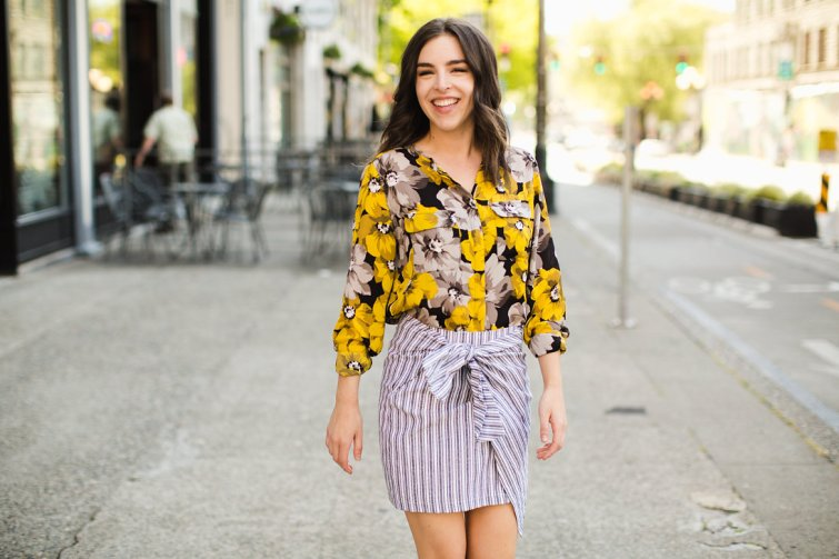 Wrap mini skirt and yellow summer trend 2017