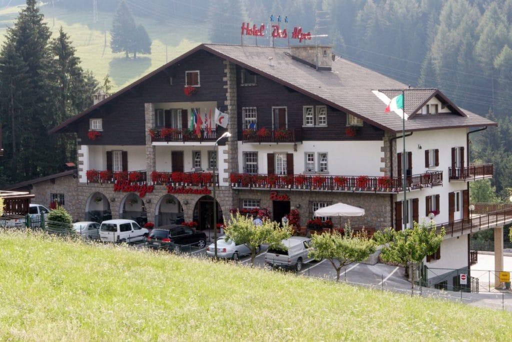 [:it]hotel Des Alpes Presolana esterno[:en]Exterior hotel Des Alpes Presolana[:de]vor dem Hotel Des Alpes Presolana[:]