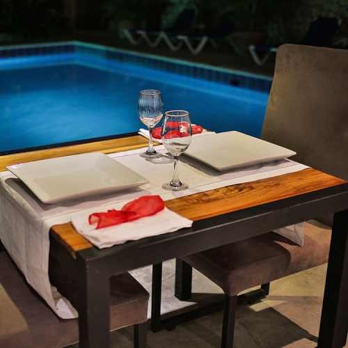 Las Palmeras Dining