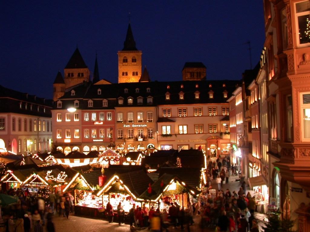 Weihnachtsmarkt auf dem Hauptmarkt in Trier