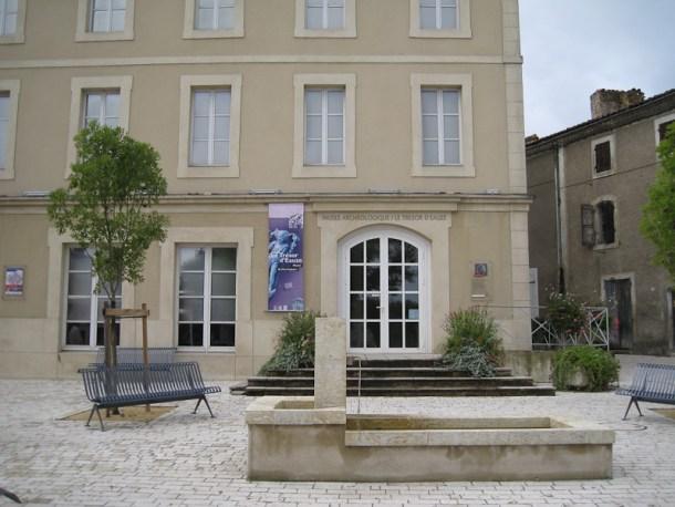 Façade du musée archéologique de Eauze