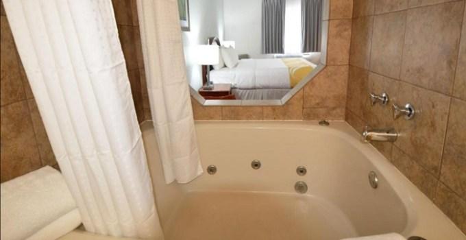 Hot Tub suite in Quality Inn Alexis Rd, Toledo, Ohio