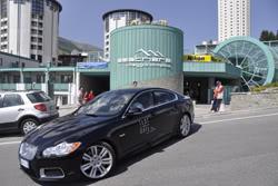 Test drive Jaguar per i clienti del Villaggio Olimpico.