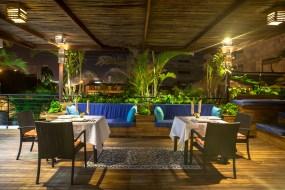 Restaurant et Bar sur terrasse, Jacuzzi et Deck ensoleillé
