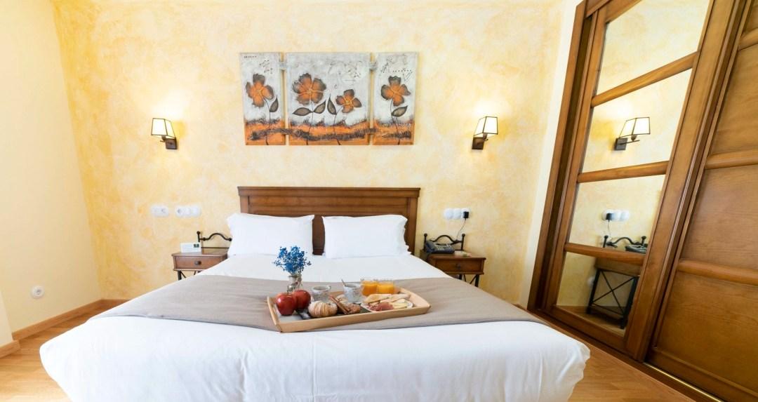 Habitación con cama matrimonial Hotel Comendador