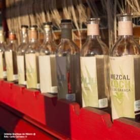 Hoteles-Boutique-en-Mexico-oaxaca-de-mezcal-y-artesanias-botellas-de-mezcal