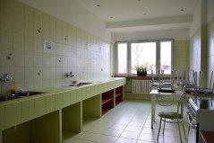 Ogólnodostępne kuchnie z wyposażeniem znajdujące się na każdym piętrze