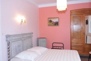 Hôtel Le Valier, Ariège, Saint Girons. Charmant petit hôtel rénové au cœur de St Girons, chambres toutes équipées. Location hôtel St Girons.