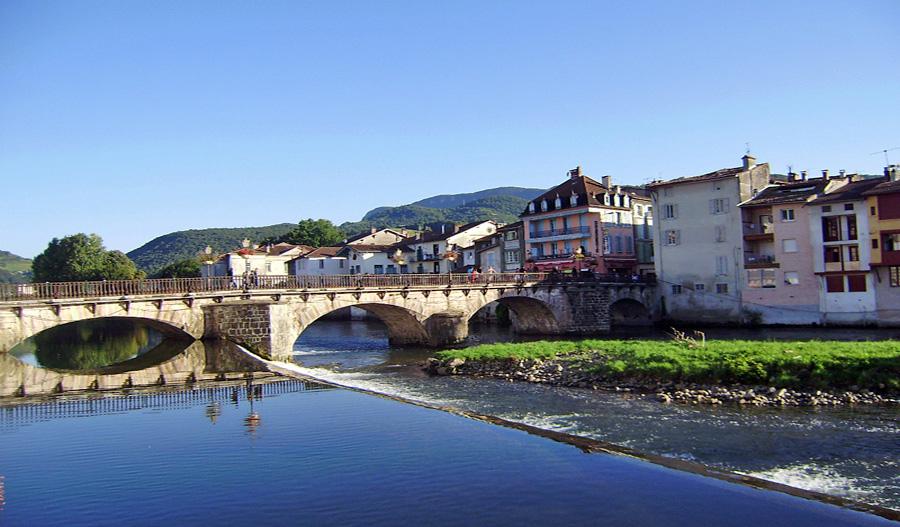 Hôtel Le Valier, Ariège - Vue du Pont de St Girons.