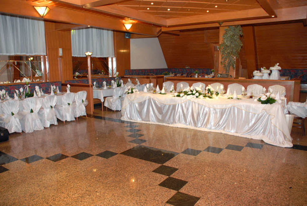 Свадби во Хотел Молика