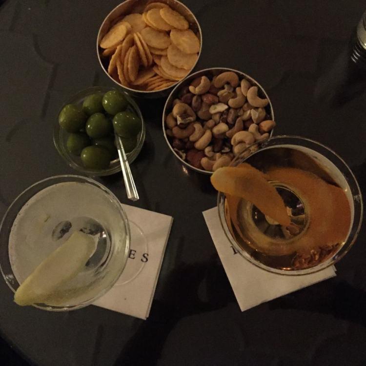 Dukes Gin Martini e Fleming's Classic Vesper no Dukes Bar em Londres