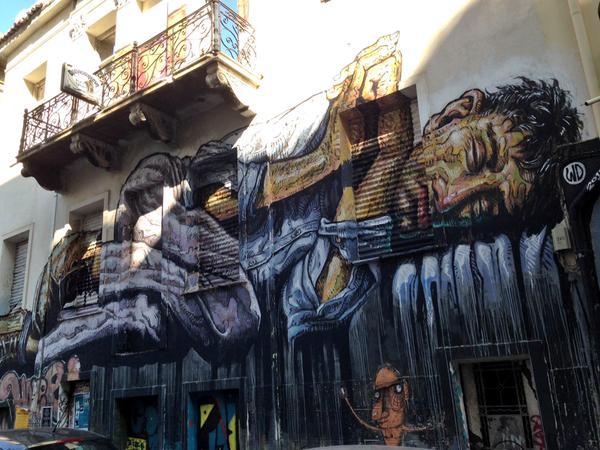 El drama de las personas sin techo, convertido en arte, en Atenas. Foto: Vicent Montagud