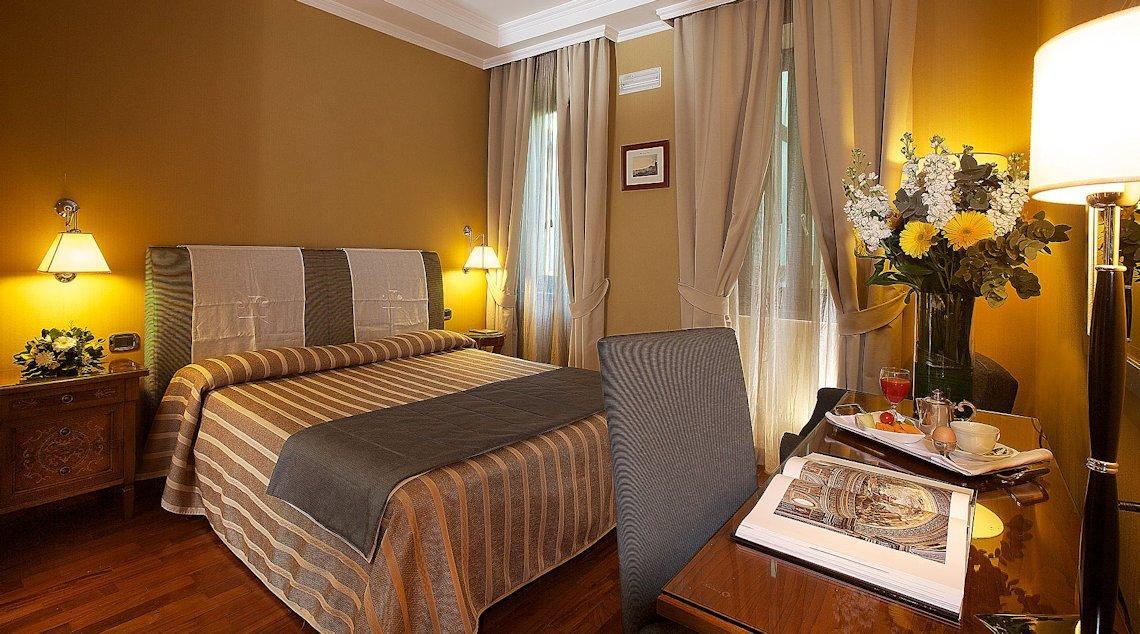 camera Palazzo Turchini Napoli (4 stelle)