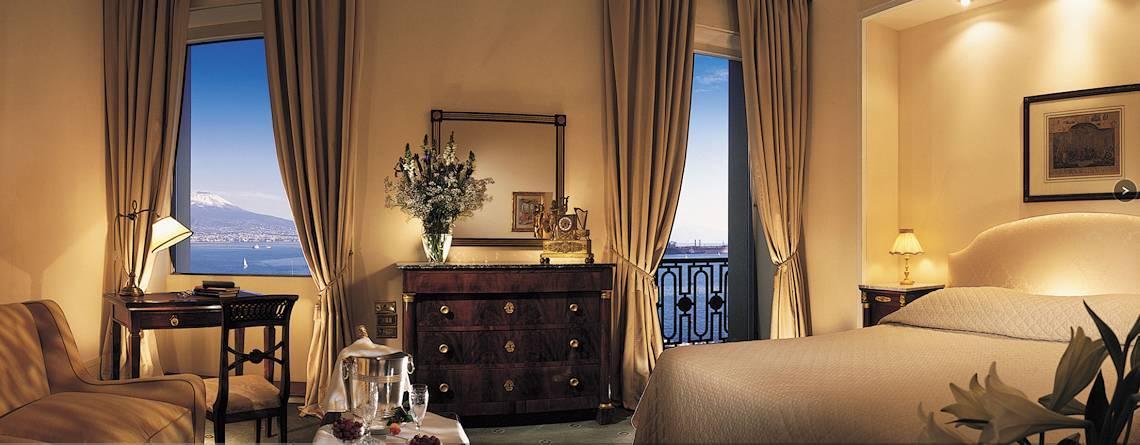 Excelsior hotel di lusso a Napoli, camera con vista mare