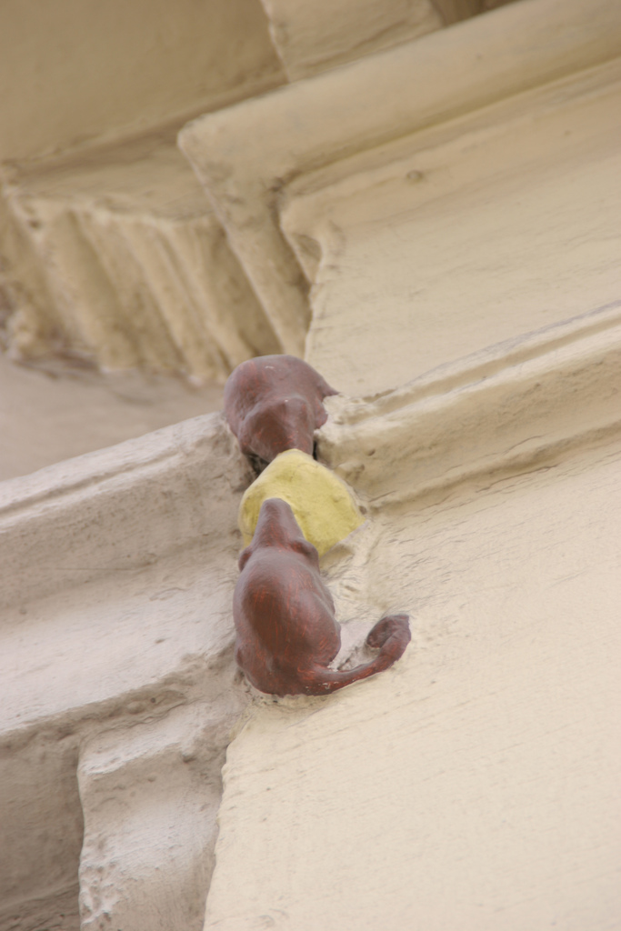 """The smallest statue in London, dubbed """"Two Mice Eating Cheese,"""" found on the short Philpot Lane in London's historic centre."""