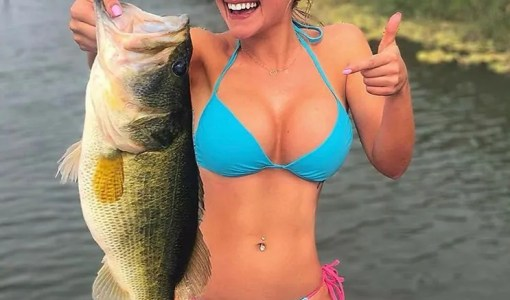 Hot blonde Cami_Cakes_ showing off the Bass she caught