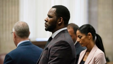 Photo of R. Kelly Charged With Bribing Official to Marry Aaliyah
