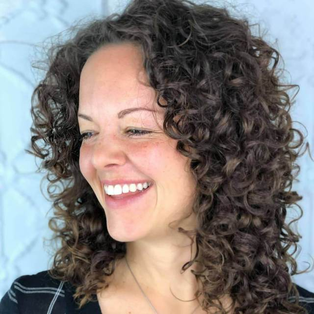 20 sophisticated professional curly hairstyles for women
