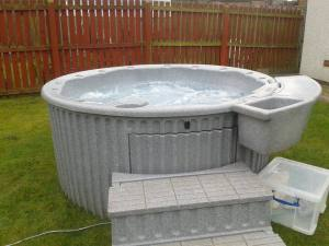 Antigua hot tub