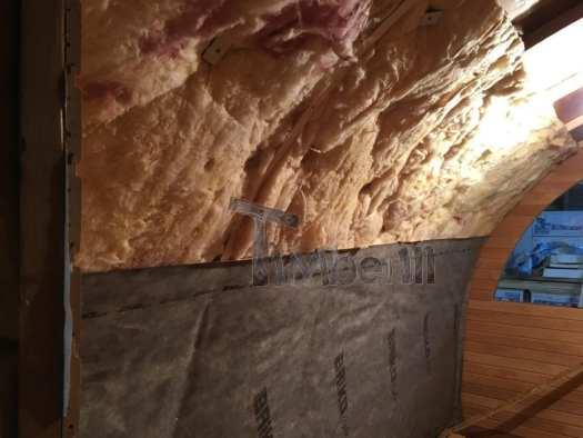 De Installatie Van Mineraalwol En De Damplaag Aan De Binnenkant Van De Sauna