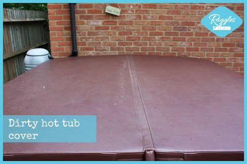 Cleaning a hot tub cover