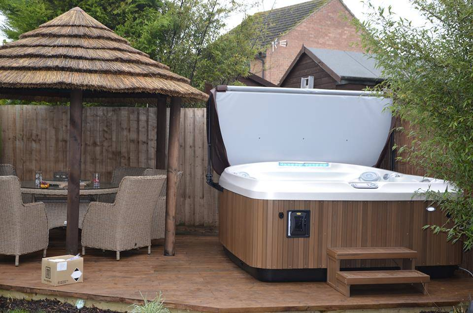 Jacuzzi® J-480™ Customer Review and Installation | Hot Tub Studio