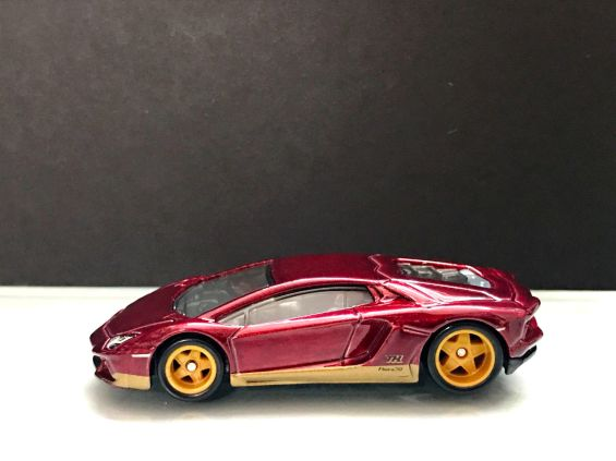 Hot-Wheels-Lamborghini-Aventador-LP-700-4-STH-001