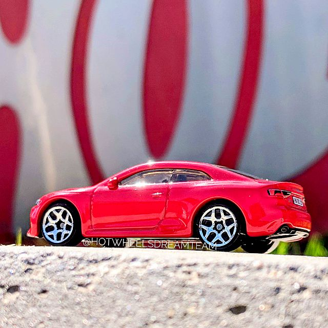Hot-Wheels-2019-Audi-RS-5-Coupe-2