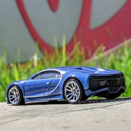 Hot-Wheels-2019-Bugatti-Chiron-3