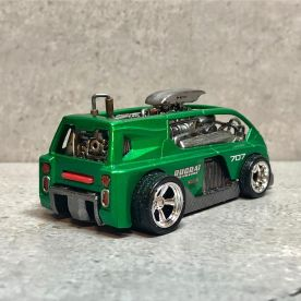 Hot-Wheels-Hyperliner-Rugrat-Custom-Works-002