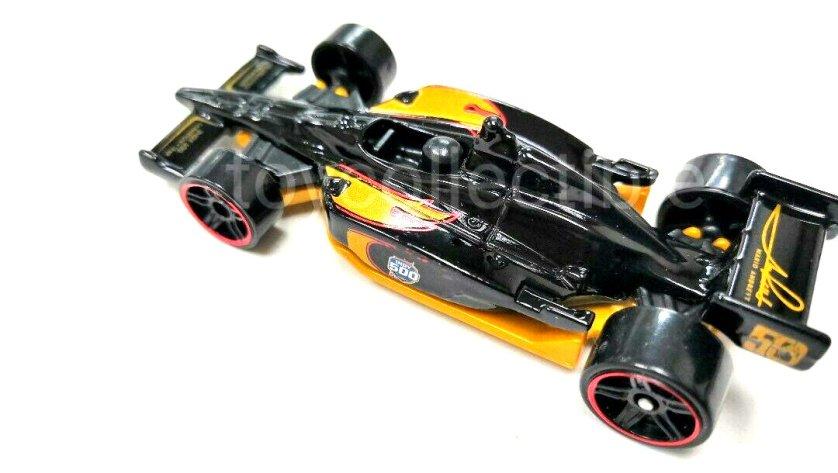 Hot-Wheels-Indy-500-Oval-Mario-Andretti-006