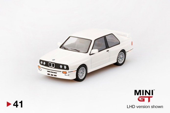 Mini-GT-BMW-M3-E30-alpine-white-1