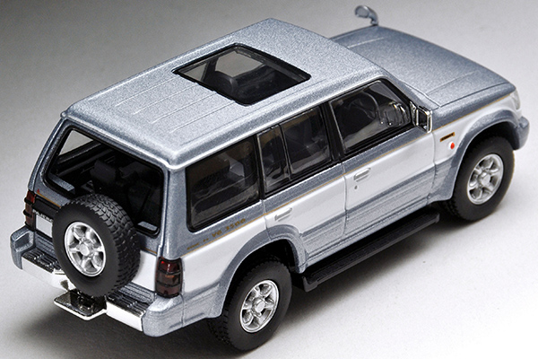 Tomica-Limited-Vintage-Neo-Pajero-Super-Exceed-Z-Silver-White-2