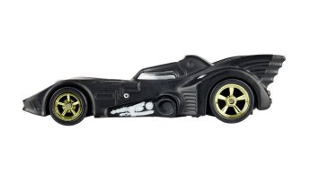 Hot-Wheels-Batman-Batmobile-SDCC-2019-03