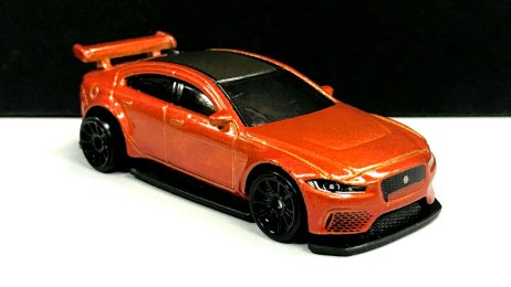 Hot-Wheels-Jaguar-XE-SV-Project-8-1