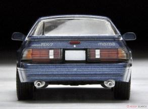 Tomica-Limited-Vintage-Mazda-Savanna-RX-7-GT-X-Bleue-004