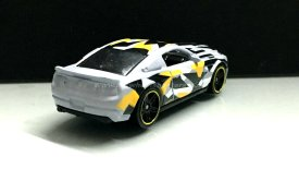 Hot-Wheels-10-Ford-Shelby-GT500-Super-Snake-Camouflage-004